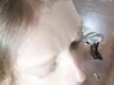 Блондиночка с большими сисями дрочит член и получает сперму в ротик