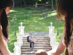 Две украинские девчонки пригласили паренька и отымели его на кровати