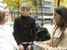 Парень и девка знакомятся с молодой парой и уговаривают на свинг секс
