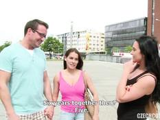 Грудастая шатенка вместе с приятелем занимается свинг сексом с парой