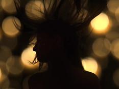 Зрелая светловолосая лесбиянка в позе 69 отлизывает клитор у девушки