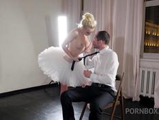 Гибкая русская балерина с большой грудью оттрахана небритым парнем