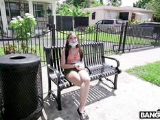 Татуированная девчонка с большой грудью отпердолена в анал в фургоне