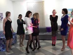 На вечеринке восемь ненасытных русских женщин поимели одного мужчину