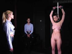 Три жестокие лесбиянки привязали и жёстко выпороли сисястую девчонку