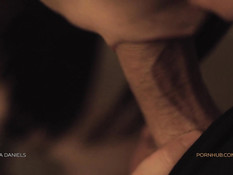 Красивая молодая шатенка ощутила сперму в киске после секса с парнем
