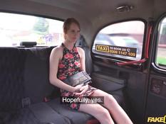 Водитель такси оттрахал в машине молодую грудастую рыжую пассажирку