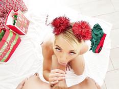 Длинноволосая русская блондинка отпердолена в волосатую киску и анус