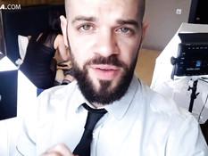 Парень с бородой отпердолил тощую русскую блондиночку в рабочий анус