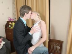 Young Anal Loving Blondes / Молодые блондинки любят анал