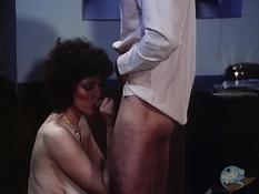 Пока муж трахает молодую любовницу, сисястая жена ебётся с любовником
