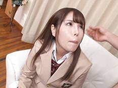Симпатичная молодая японка оттрахана в бритую киску и залита спермой