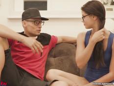 Страстная свинг оргия двух красивых молодых пар в тренажёрном зале