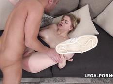 Отымел в анал пышногрудую русскую блондинку и забрызгал язык спермой