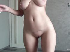 Стройная украинская блондинка отпердолена в анус и заполнена спермой