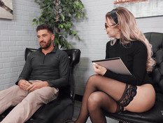 Бородатый отодрал в офисе симпатичного светловолосого транса в очках