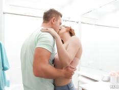 Две сисястые молодые лесбиянки оттраханы парнем и забрызганы спермой