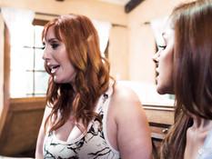 Лесбийский секс сисястой рыжеволосой женщины и молодой рыжей девушки