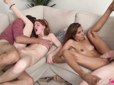 Две девушки занимаются групповым сексом с бородатым мужиком и парнем