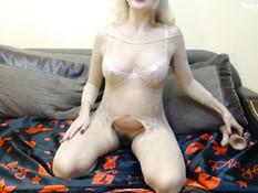 Сисястая русская беременная блондинка вставляет дилдо в анус и пизду