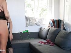 Молодой муж отымел беременную сисястую жену и обкончал большой живот