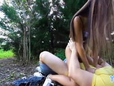 Парень с бородой отымел худую азиатскую деваху в кустах и в квартире