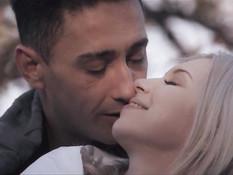 Красивая эротика с юной грудастой блондинкой и её горячим любовником