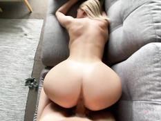 Блондинку с большой натуральной грудью отымели и забрызгали спермой