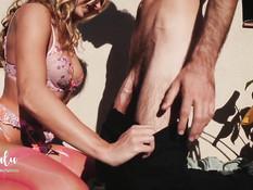 Возбуждённая молодая пара занимается сексом на балконе в позе раком