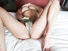 Намазанная маслом молодая сисястая блондинка получает сперму в киску