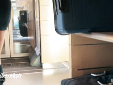 Молодая парочка трахается на сиденье и в туалете пассажирского поезда