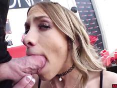 Мужик отпердолил худую блондинку в анус и забрызгал спермой её очко