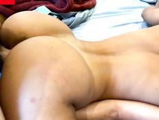 Сисястая девка с пирсингом сосков мастурбирует клитор во время секса