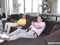 Двое недовольных мужиков отодрали двух похотливых молодых лесбиянок