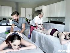 После эротического массажа двое парней отымели двух сисястых девушек