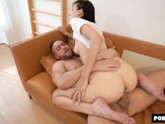 Русская девка оттрахана небритым мужиком в бритую киску и тугой анус