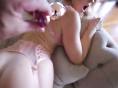 После фотосессии фотограф отодрал в анал молодую грудастую блондинку