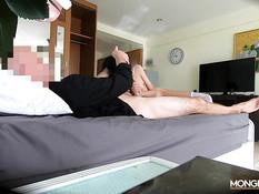 Тощая тайская брюнетка отсосала у туриста и получила сперму на лицо