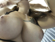 Грудастая тайская блондинка с татуировками оттрахана в бритую письку