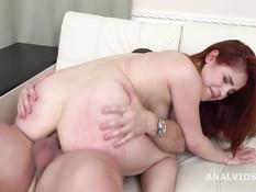 Глубокий минет и жёсткий анальный секс с рыжеволосой русской девушкой