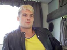 Гей с короткими светлыми волосами отымел в очко небритого любовника