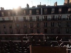 Развратная молодая пара занялась сексом на балконе многоэтажного дома
