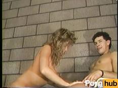 После страстных поцелуев мужчина отодрал молодую грудастую блондинку