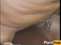 Белый усатый мужчина оттрахал грудастую мулатку и кончил на её лицо