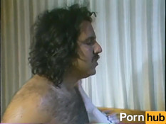 Пузатый мужичок отымел в волосатую пизду кудрявую сисястую блондинку