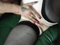Блондинка и татуированная девка занялись свинг сексом с бойфрендами